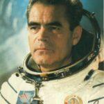 Летчик-космонавт СССР Андриян Николаев в скафандре