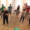 Занятия в зале ведет автор Синхрометода доктор Хасай Алиев