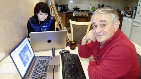За компьютерами: работа дома. Хасай Алиев