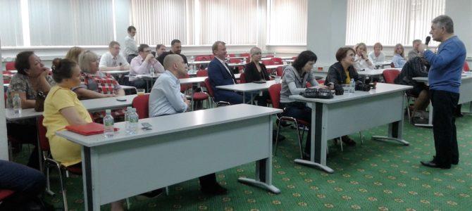 Хасай Алиев проводит тренинг для педагогов по методике Ключ