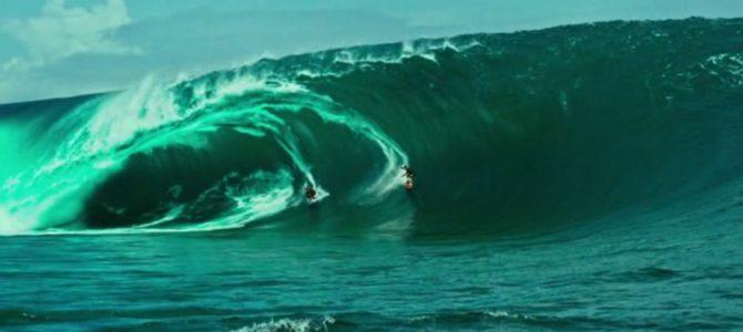 серферы на гигантских волнах