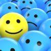эмодзи: желтый - смайлик на фоне синих грустных