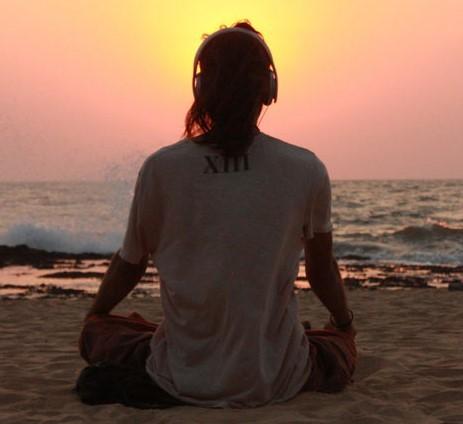 гоа медитация на берегу океана
