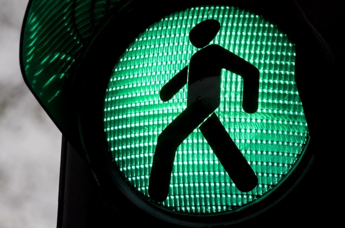 зеленый светофор человечек идет